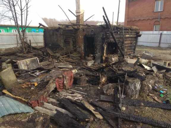 В Новосибирской области мужчина вынес из огня 9-летнего ребёнка