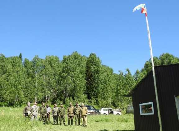 Над национальным парком «Салаир» развивается флаг России