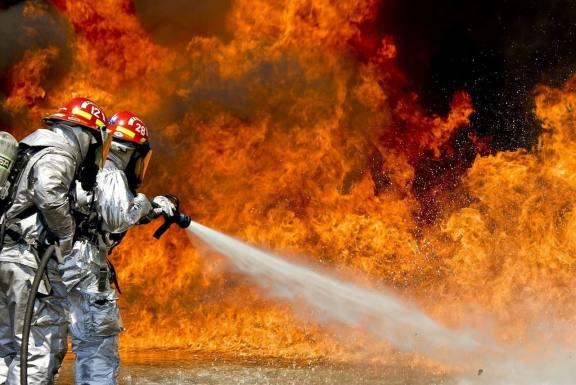 В Томской области 35 пожарных тушили сильный пожар на производстве удобрений