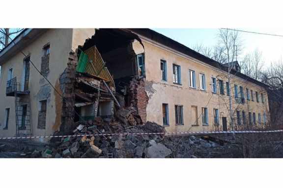 Следком: стена дома в Канске начала разрушаться ещё давно