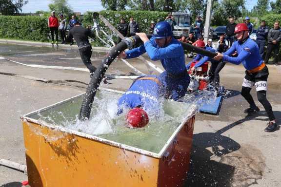 В Хакасии выявили лучших в пожарно-прикладном спорте
