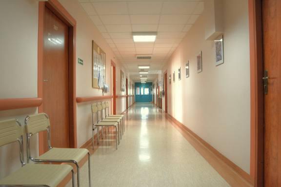 В Бийске из-за вспышки COVID-19 среди медиков закрыли городскую больницу