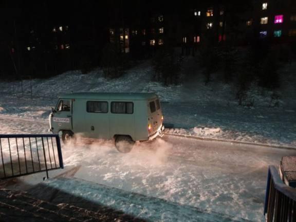 В Иркутской области дорожные полицейские начали борьбу с ледяными горками