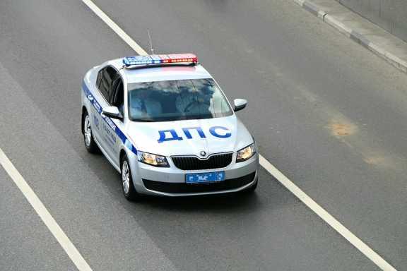 В Томске 10 экипажей ДПС гонялись за нарушителем. Одна из патрульных машин попала в аварию